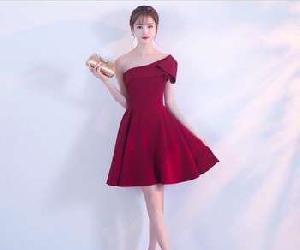 Những mẫu váy dự tiệc giúp nàng có vòng 1 quyến rũ mọi ánh nhìn.